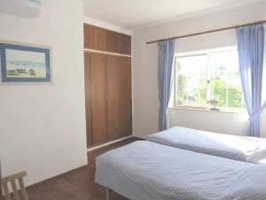 Bedroom 3 - 2 single beds